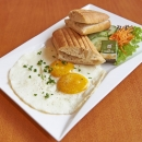 Ciabatta mit Spiegeleiern - Ciabatta with fried eggs
