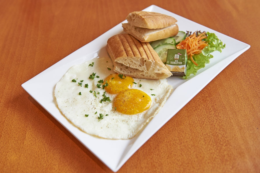 Ciabatta mit Spiegeleiern - Ciabatta with fried eggs