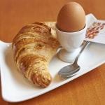 Croissants, weiches Ei - Croissant, Soft-boiled egg