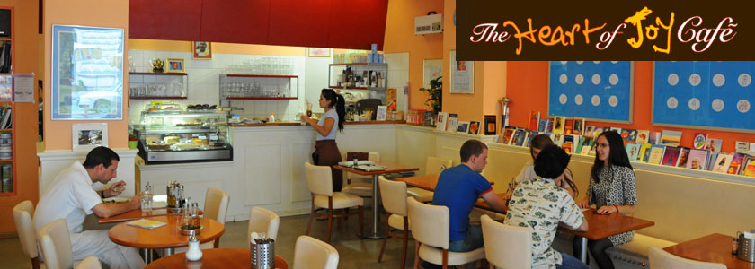 The Heart of Joy Café mit Theke